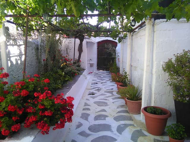 Traditional Cretan House - Archanes - Huis