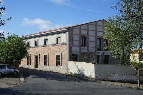 Habitación en casa señorial en pueblo de Salamanca
