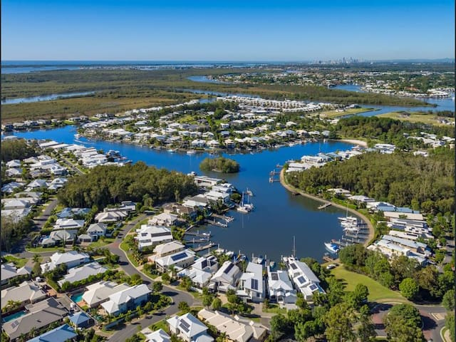 Dog friendly place in Coomera Waters