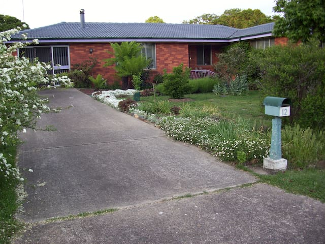 Blayney stand alone home with a garden.