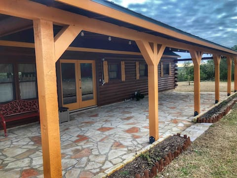 Log House at Sunset Ranch near Medina Lake