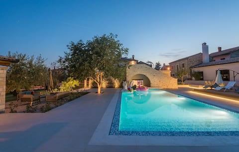 Luxurious Villa LV - jacuzzi pool fitness sauna