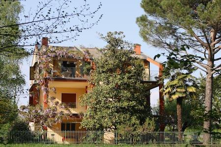 Casa vacanze  nel verde della Brianza