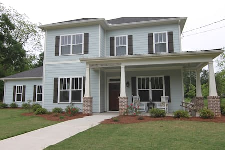 Family Home in Downtown Watkinsville - Watkinsville - 단독주택