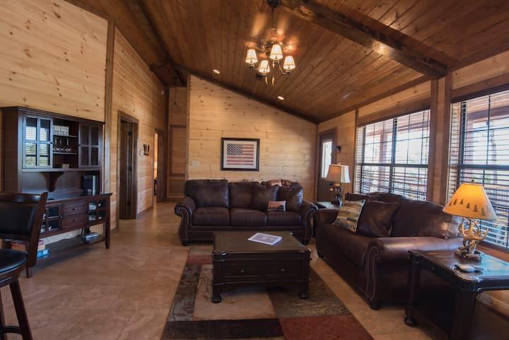 Luxury 2-BR Cabin on 4.8 Acres at Mt. Fork River