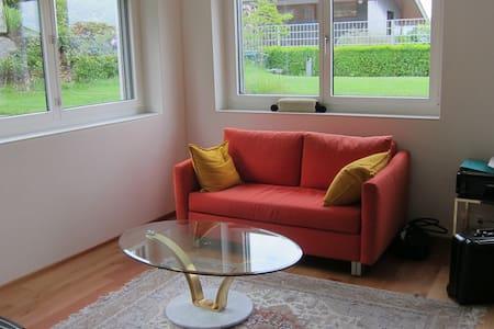 Daheim -helle 2,5 Zimmer Wohnung - Uetikon am See - Apartemen