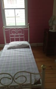 Basic room, in heart of Lismore - Lismore - Dom