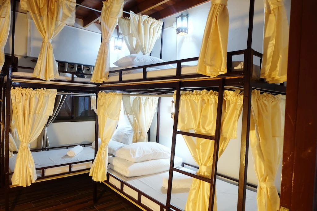 4 Bunk beds in room