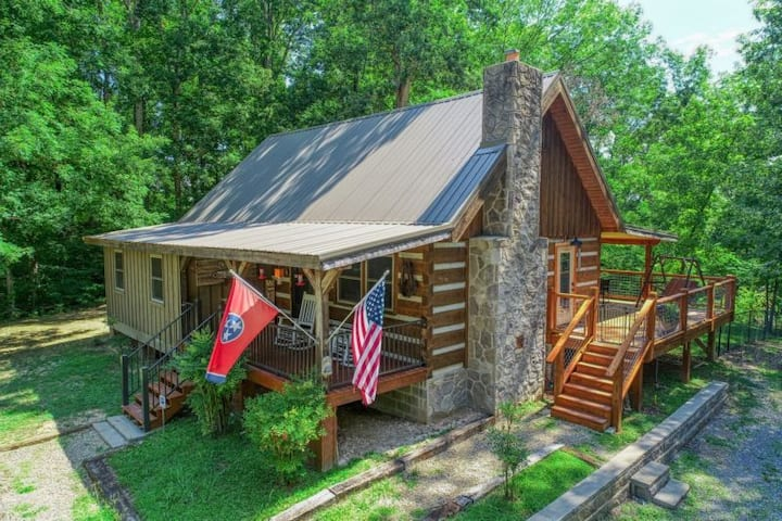 NEW LISTING! God's Country - 3 Bedrooms, 2 Baths, Sleeps 7