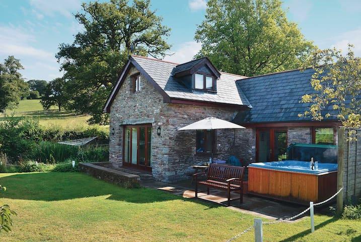 Wagon House Cottage - HW7576 (HW7576)