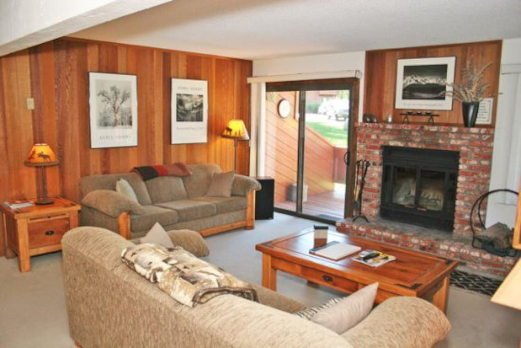 Mammoth Lakes Condo Rental Sunrise 32 - Living Room with  2 Queen Sofa Beds
