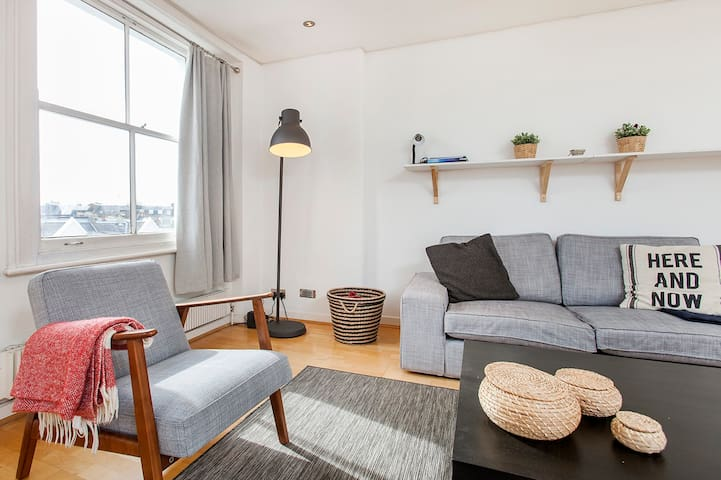 Fabulous top floor flat in Notting Hill!!