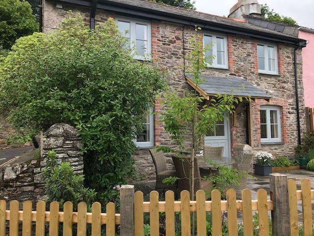 Stunning  2 bed cottage in Newton Ferrers S. Devon
