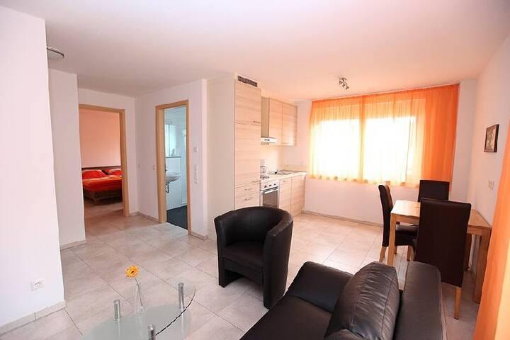 Marinas Ferienwohnungen, (Bad Urach), Ferienwohnung 5, 45qm, 1 Schlafzimmer, max. 2 Personen