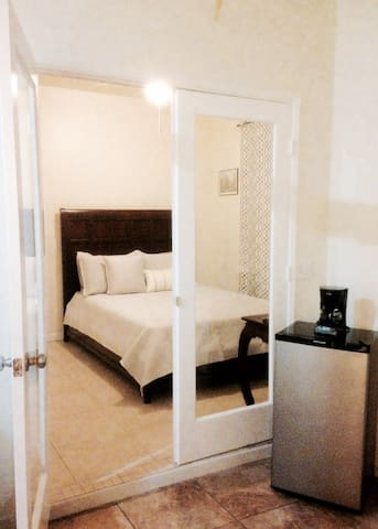 1 BDR Private Suite in Indio, CA