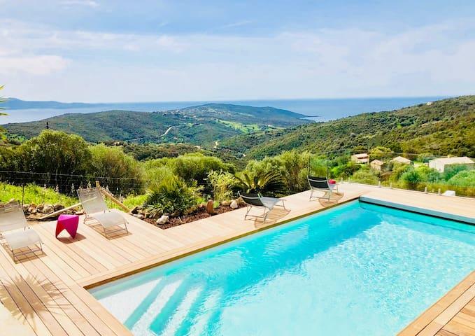 Villa avec piscine chauffée, magnifique vue mer