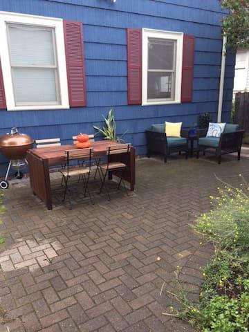 Ballard Bungalow Private Basement Apartment - Seattle - Maison