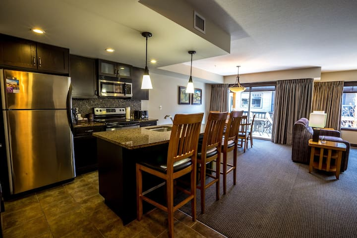 Stunning and Spacious 2 Bedroom Condo with Private Balcony!