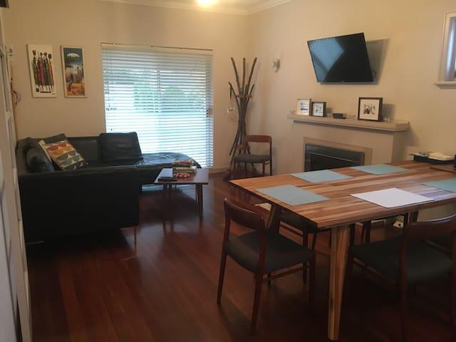 Modern 2 bedroom character home - Floreat