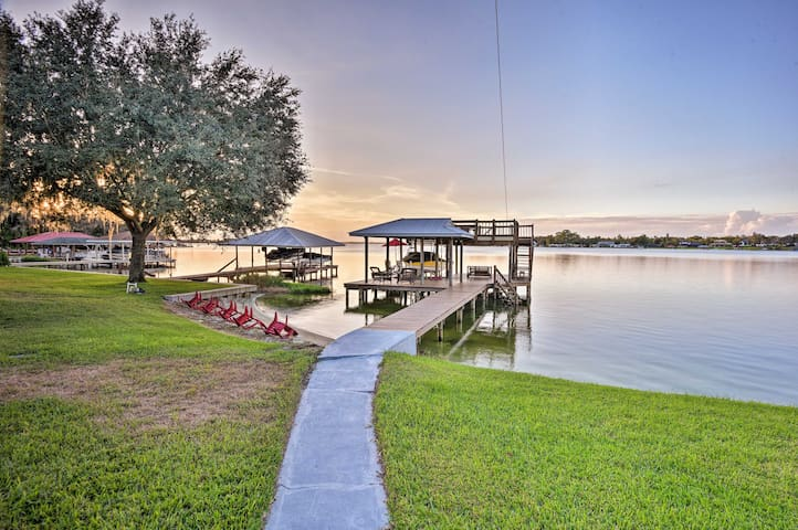 Waterfront Lake Placid Cottage w/Private Boat Dock