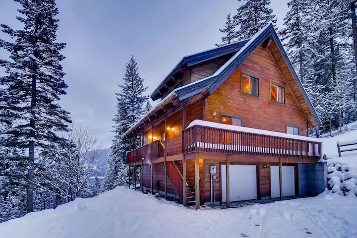 Secluded Cabin in the Woods | Amazing Views | Game Rm | Private Hot Tub