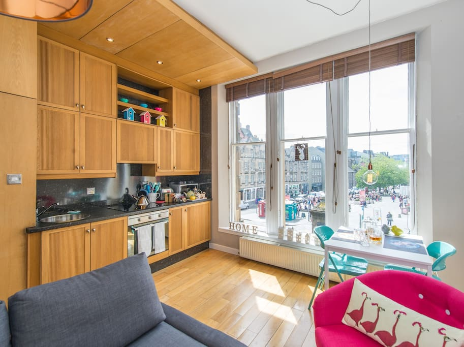 Living Room and fully equipped kitchen overlooking the Grassmarket