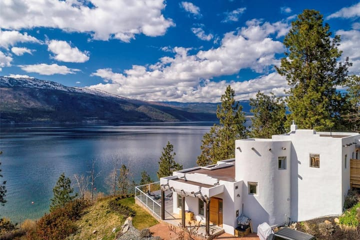 Okanagan Lake Paradise in a Stunning Sante Fe Home