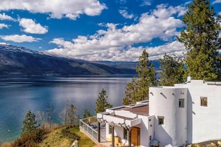 Okanagan Lake Paradise in a Stunning Sante Fe Home