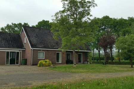 Mooie bungalow/farm in Orvelte - Ház