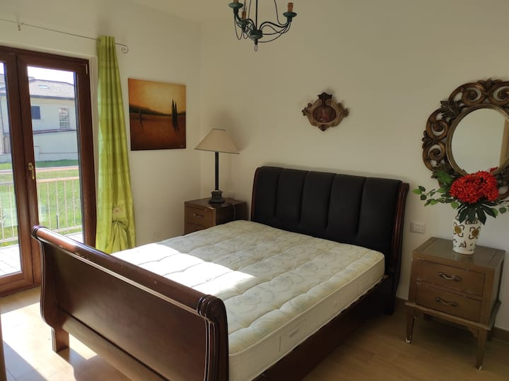 Stunning New Villa with Balcony, Parking, Sleeps 6