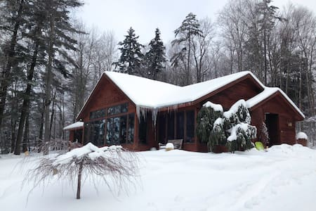 Vermont Paradise With Hot Tub - Hyde Park - Huis