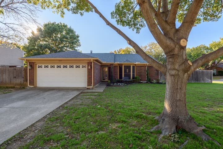 Cozy Home Minutes from I-35E Corinth