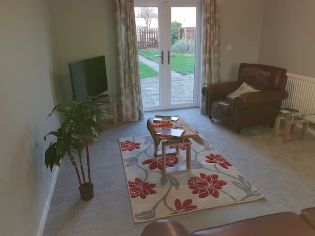 Luxurious Self-Catering 5 Beds-Corby-Entire House