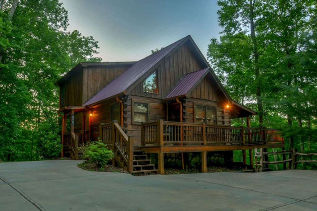Mlc moon shadow overlook cabins for rent in blue ridge for Large cabin rentals north georgia