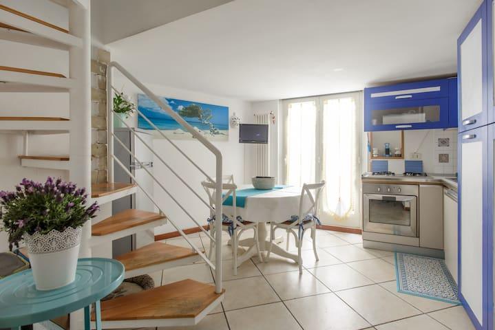 Charming Holiday House in Chiaia - Napoli - Apartmen