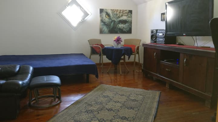 Cosy room,  10min drive from the beach!