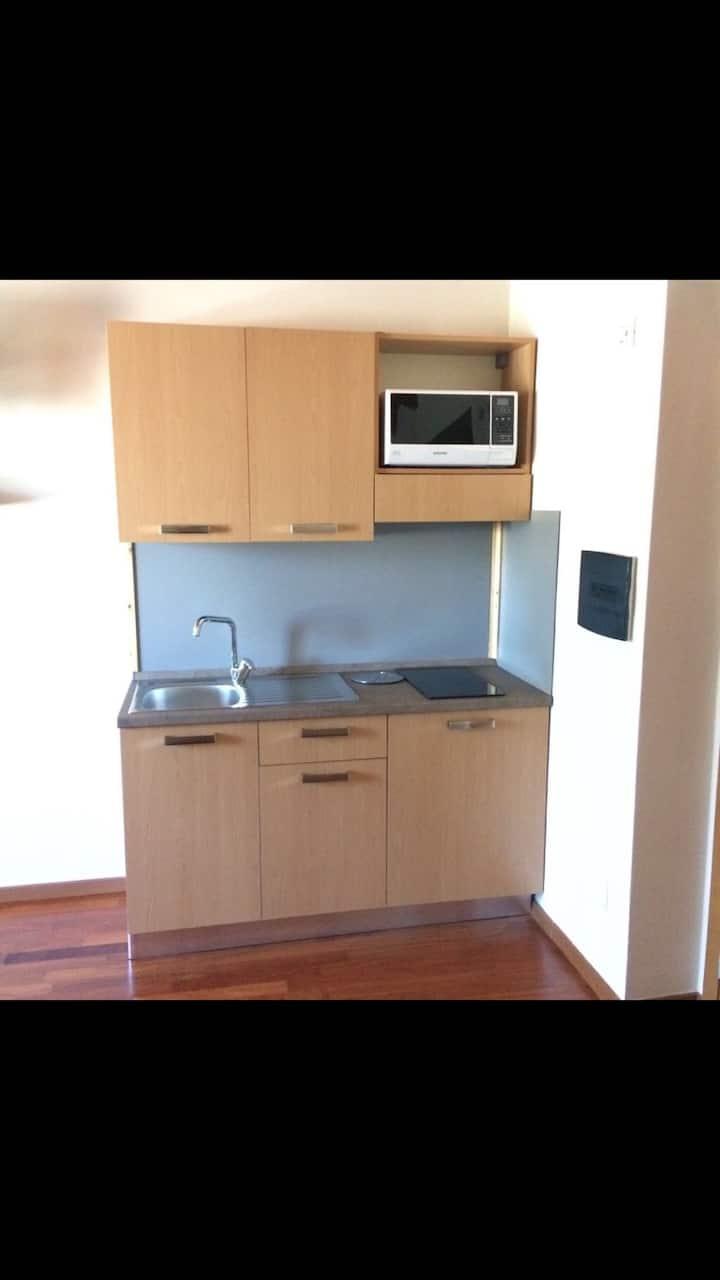 New Stanza con cucina indipendente,con posto auto