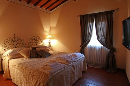 Toscana Romantica - Junior Suite Tenuta il Burchio - Burchio - Bed & Breakfast