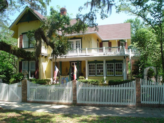 Avera-Clarke House B&B