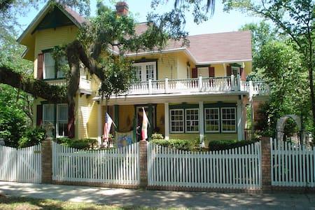 Avera-Clarke House B&B - Monticello - Aamiaismajoitus