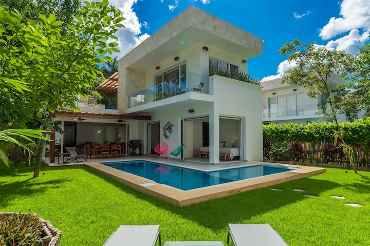 STUNNING PRIVATE 3BEDROOM VILLA WITH GARDEN & POOL