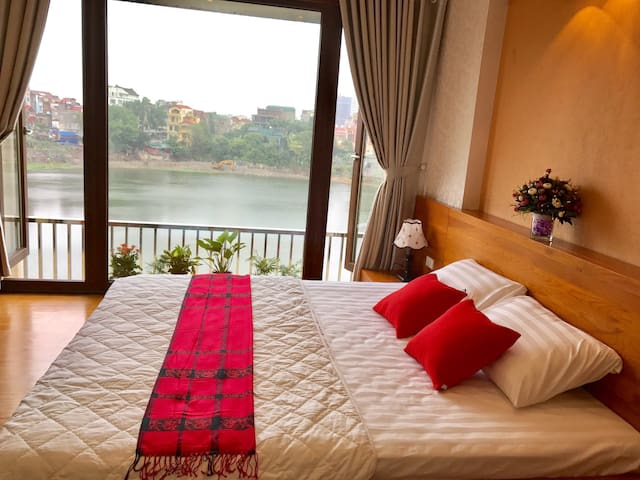 Bright Lake view apartment - Hanoi