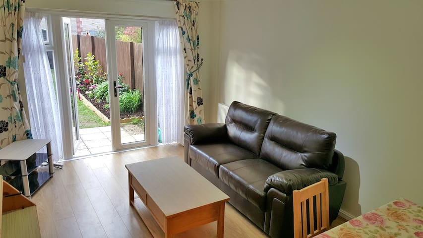 Lovely well decorated house near Colindale tube! - Edgware - บ้าน