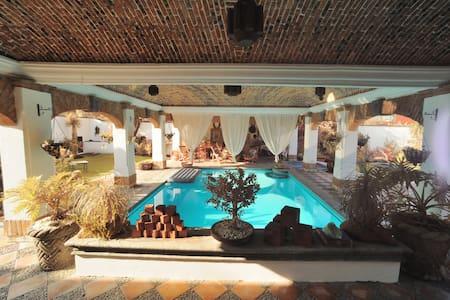 Casa Santiago - House