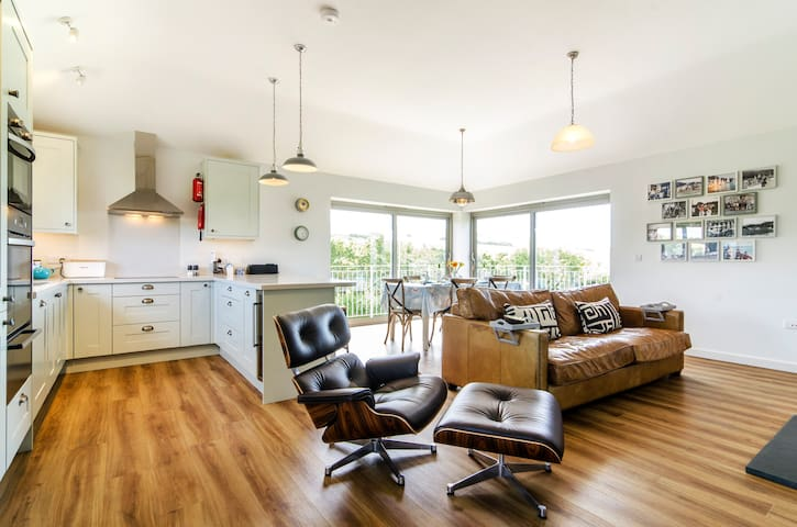 Sloopside Annex with views over Bantham Beach - Bantham - Huis