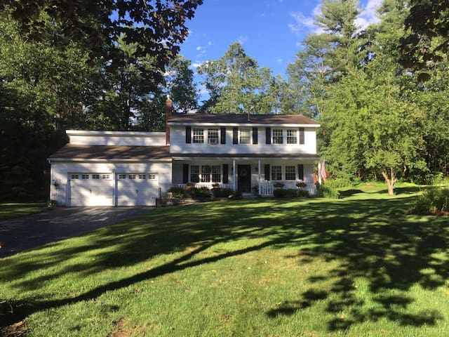Spacious home on Golf course,minutes to Track/SPAC