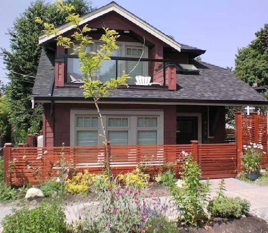 New Luxury 2 BR House! Prime Kitsilano Location! - Vancouver - Haus