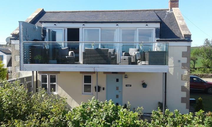 Luxury Scottish  Cottage with Stunning  Sea View