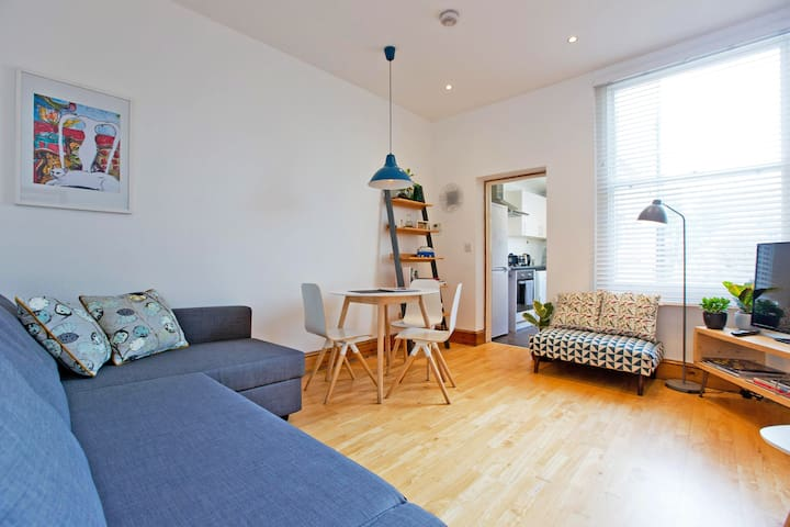 Spacious, one bedroom flat in Highbury & Islington