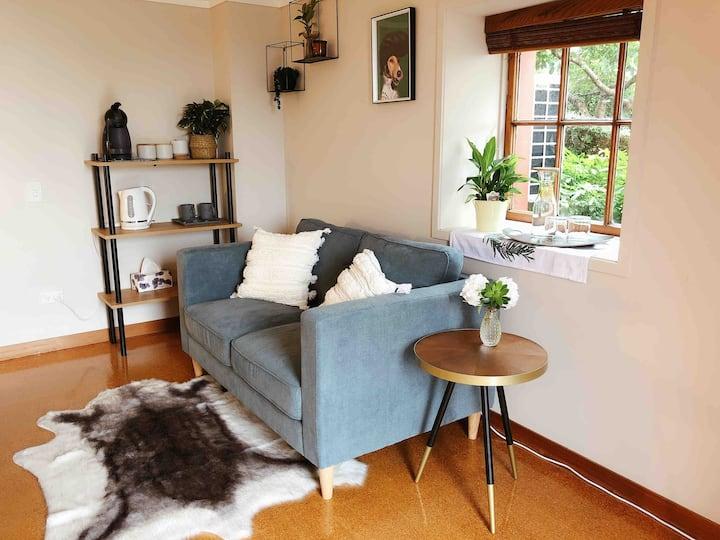 Cozy Garden Room with your own entrance & bathroom